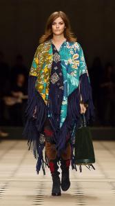Poncho en soie et coton en patchwork, Burberry, 2 595€