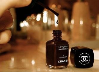 Vernis rouge et noir Chanel, 13ml, 24€