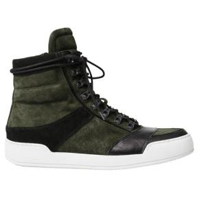 Sneakers à détails cuir, 129€