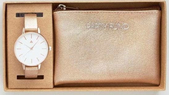c06765e11e0 Jeté de lit   85€ Urban Outfitters Kit montre porte monnaie   37