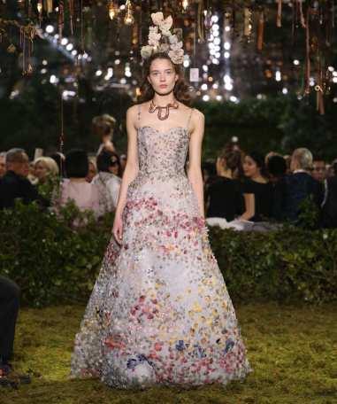 2059383_fashion-week-haute-couture-printemps-ete-2017-le-labyrinthe-enchante-de-dior-web-tete-0211721518483