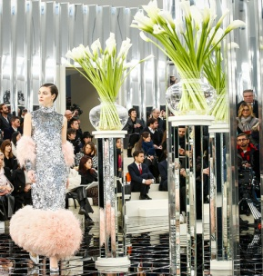 chanel_haute_couture_printemps_ete_2017_lily_rose_depp_karl_lagerfeld_2_5127-jpeg_north_499x_white