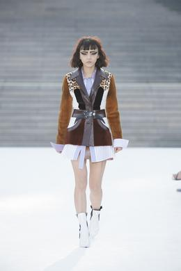 defile-louis-vuitton-croisiere-2018-photo-2